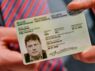 """Hier is ze dan, de nieuwe elektronische identiteitskaart mét vingerafdruk: """"Een wereldprimeur"""""""