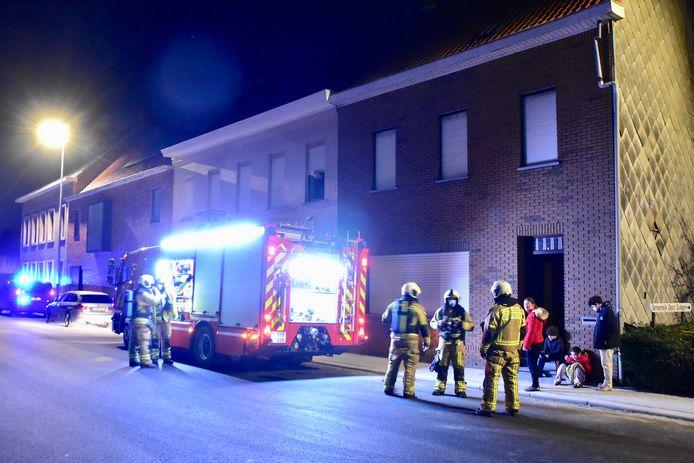 De brandweer kon niet veel doen in de huurwoning langs de Koningin Fabiolastraat in Gullegem. Van brand was immers geen sprake.