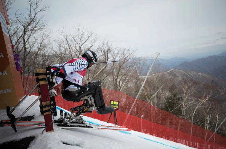 De Fransman Frédéric François maakt zich op voor een verkenning van de skiafdaling in Jeongseon, Zuid-Korea. Beeld AP