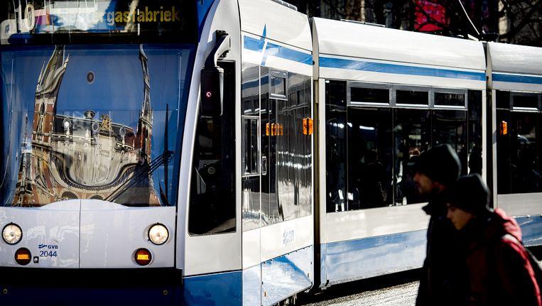 Tram 10 rijdt door een stroomstoring tot het Alexanderplein Beeld anp