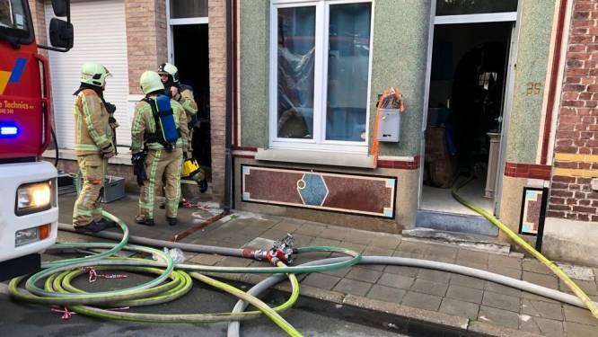"""Drie woningen onbewoonbaar na zware brand in Geraardsbergen: """"Deze straat lijkt wel vervloekt"""""""