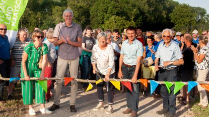 Nieuw Gallatasdreefje en Disveldwegel in Doomkerke feestelijk geopend en ingewandeld