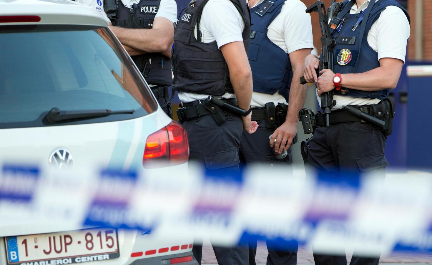 Agenten aan het hoofdkantoor van de politie in Charleroi, net na de feiten.