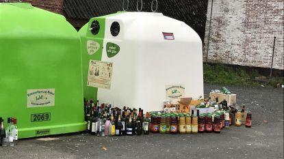 Honderden flessen aan gesloten containers