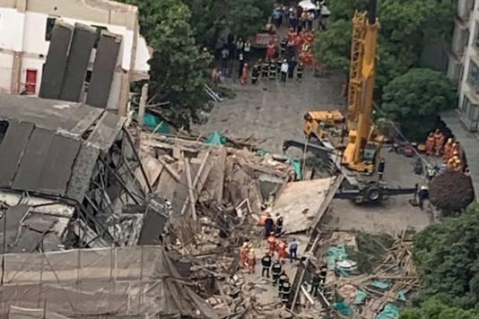 Toen het gebouw instortte, waren er zeker 20 mensen in het pand.