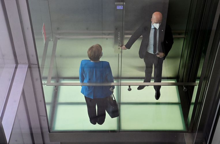 Angela Merkel na afloop van de ondervraging.  Beeld AFP
