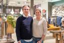 Patrick en partner Annebel poseren in Style by Van Gastel, een van de kledingwinkels van Baremans in het winkelhart van Etten-Leur.