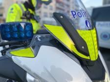 Politie zoekt relschopper die fles gooide tegen hoofd van agent op Scheldekaaien