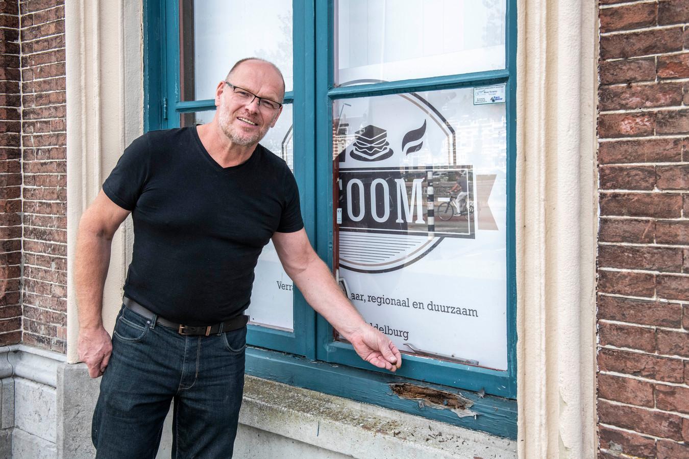 Kozijnen verpulveren, vloeren worden gestut: Ivo van de Walle sluit per 1 november zijn vegan-restaurant Stoom in het Middelburgse stationsgebouw.