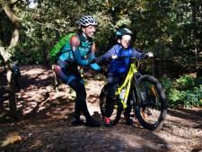 Buitengeluksgevoel doorgeven aan kinderen tijdens mountainbiken