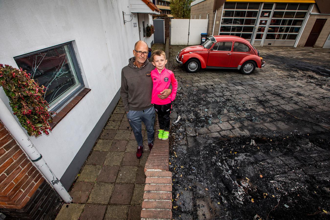 Ed Simis is niet alleen zijn bestelbus en auto kwijt, maar heeft ook schade aan zijn woonhuis.
