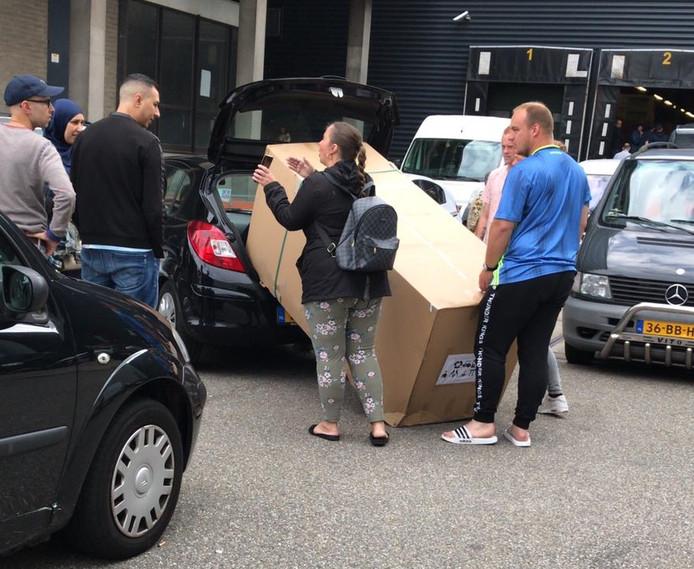 Blokker Actie Tuinmeubelen.Duwende Koopjesjagers En Grimmige Sfeer Door Megakorting Bij Blokker