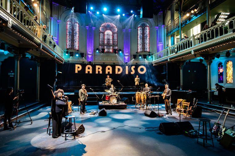 Michelle David treedt op in Paradiso voor een publiek van dertig mensen.  Beeld Hollandse Hoogte /  ANP