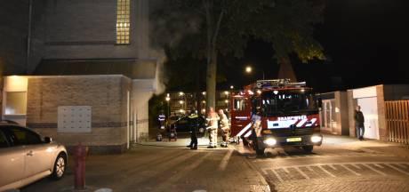 Brand in kelder van flat zorgt voor veel rook