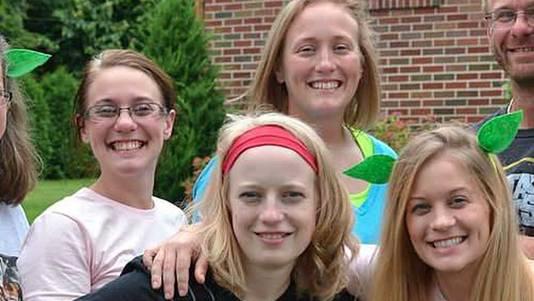 De vier zussen: Allison King (linksachter) Mary Dyson (midden achter), Abby Jackson (midden voor) en Amy Steenburg (rechts).