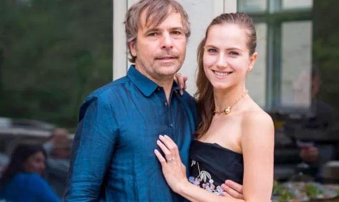 Rodney Baker et Ekaterina Baker ont prétendu être des employés d'un motel dans un village isolé de l'ouest du Canada pour recevoir le vaccin contre la Covid-19.