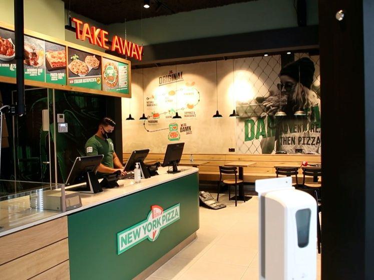 Anderhalf jaar na grote brand gaat pizzeria in Nobelstraat weer open
