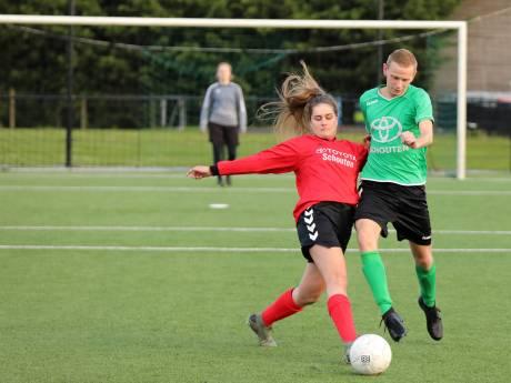 Voetballende vrouwen in een eerste elftal? 'Het fysieke verschil is wel heel erg groot'