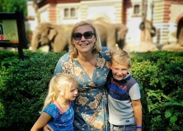 Wiljo viert vakantie met haar twee kinderen en kampeert in ruil voor klusjes op de camping.
