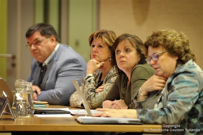 De vier wethouders bij de raadsvergadering