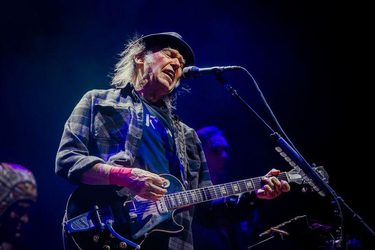Neil Young, samen met zijn band Promise of the Real, in de Ziggo Dome in Amsterdam. Beeld Ben Houdijk