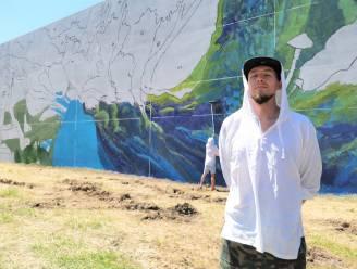 """INTERVIEW. Twee Russen schilderen grootste mural van Europa op een gevel in Halle: """"Wie  met grote rollers aan de slag wil, kweekt maar beter stevige armspieren"""""""