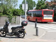 Scooterrijder in Holten komt met schrik vrij