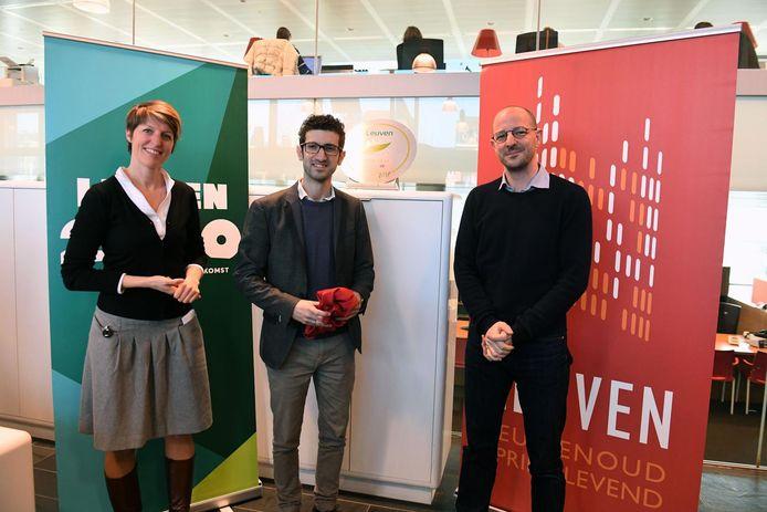 Katrien Rycken, Mohamed Ridouani en Benjamin Caspar van de Europese Commissie stellen het programma van het Grean Leaf-jaar voor.