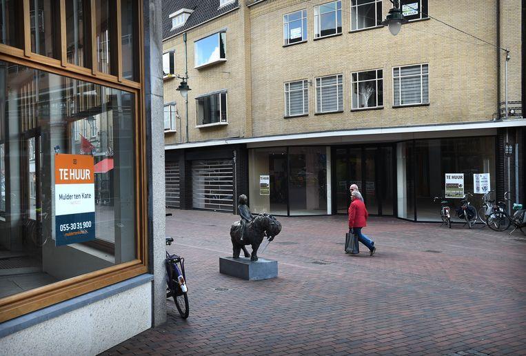 Leegstaand winkelpand in Hilversum.  Beeld Marcel van den Bergh