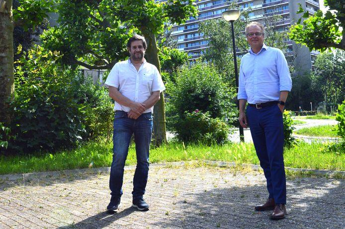 Schepen van  Omgeving Bart Keymolen (CD&V) en burgemeester Jan Desmeth (N-VA) van Sint-Pieters-Leeuw aan de parking op de Bezemstraat.