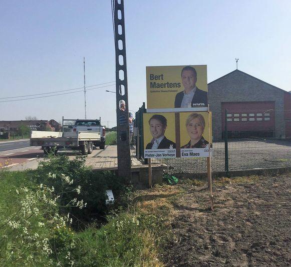 Het verkiezingsbord van N-VA langs de Brugsesteenweg in Zwevezele is verdwenen
