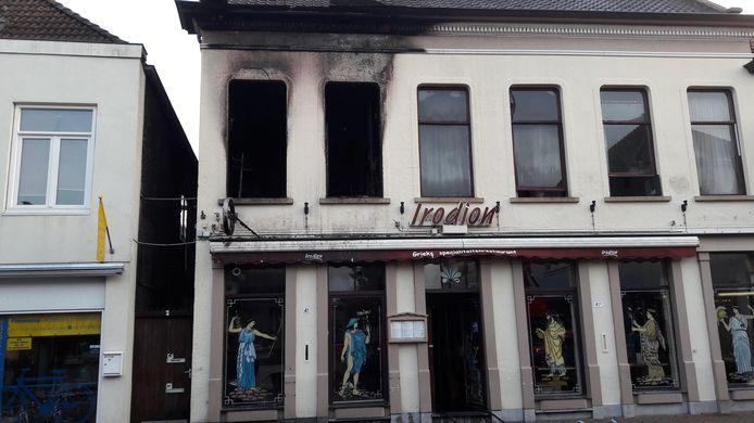 De brand ontstond in een van de appartementen boven het restaurant.