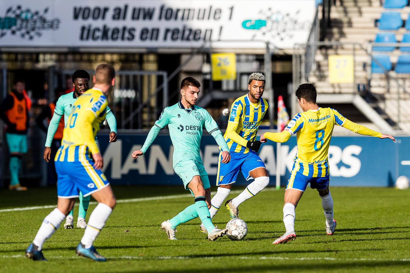 Het is vrijdagavond Willem II-RKC. Wie van de twee daalt af naar de Keuken Kampioen Divisie. Of blijven ze allebei in de eredivisie?