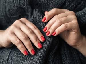 Comment enlever du vernis semi-permanent sans abîmer vos ongles
