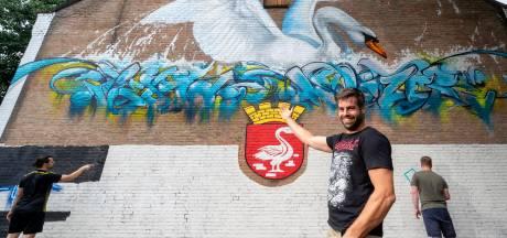 Zwaan vormt startschot voor graffitiproject in Huissen: 'We kunnen hier nog weken lol van hebben'