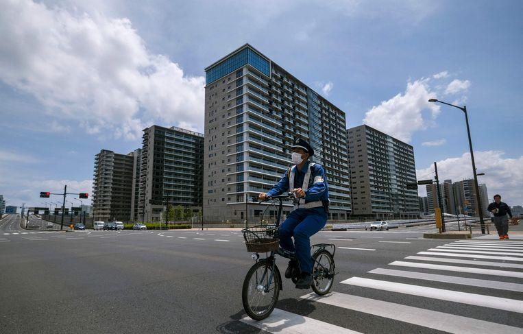 Het vers aangelegde atletendorp in Tokio zou eigenlijk vorig jaar al opgeleverd worden aan Japanse families, maar net als zovele uitgaven moest Japan betalen om dit een jaar op te schuiven.  Beeld AFP