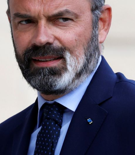 Geliefde Franse premier Philippe en zijn regering vertrekken