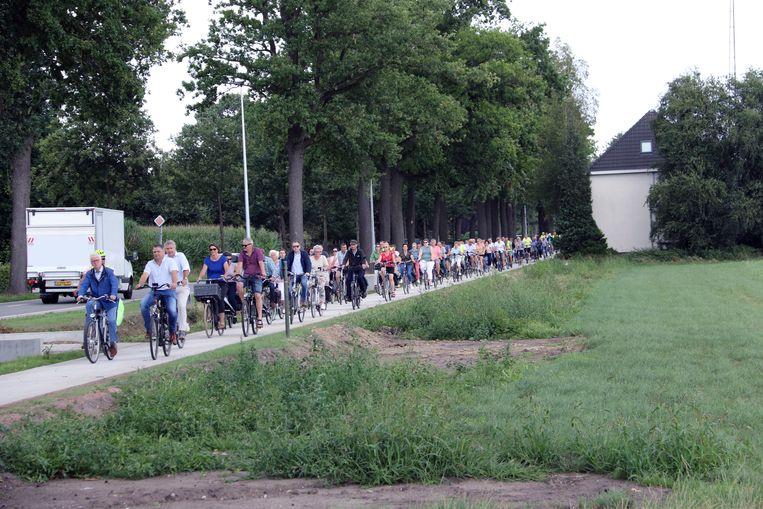 Het nieuwe fietspad werd ingereden door de inwoners.