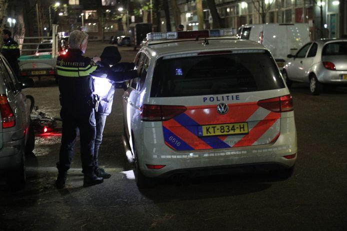 De politie heeft opnieuw personen aangehouden. Het is nog onduidelijk hoeveel precies.