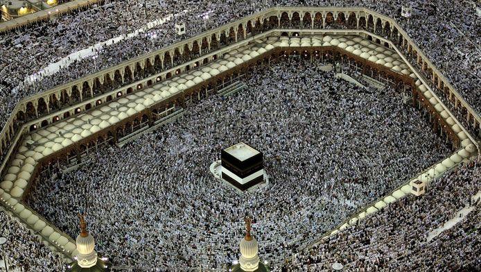 Moslims lopen rond de Ka'aba in Mekka tijdens de jaarlijkse Hadj.