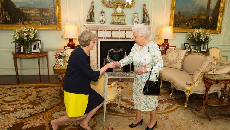 May werd vanavond ontvangen door Queen Elizabeth. Beeld AP