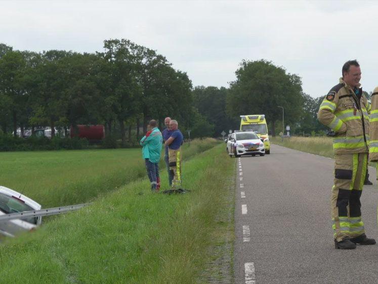 Automobilist wordt onwel en overlijdt in sloot bij Dalfsen