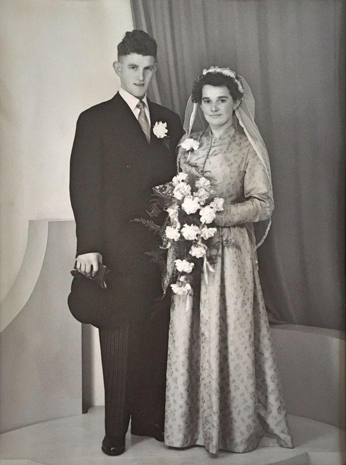 Het paar Leonard en Mien Bakx-Verouden uit Leende op hun trouwfoto uit 1956.