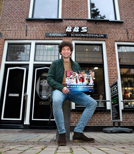 Doorgewinterde Ajax-fan Tim vindt in Doesburg gratis kaartjes voor Champions League-kraker