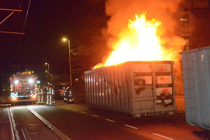 Grote bouwcontainer in brand aan de Stadhouderslaan.