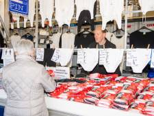 Kooplieden emotioneel bij heropening kraam in Dedemsvaart: 'Je mist omzet en je klanten'