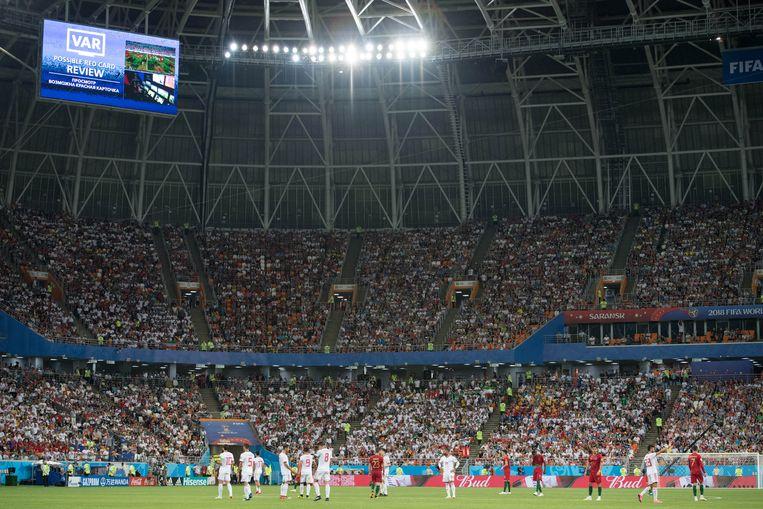 De VAR grijpt in na een fout van Ronaldo in de wedstrijd egen Iran. Beeld BELGAIMAGE
