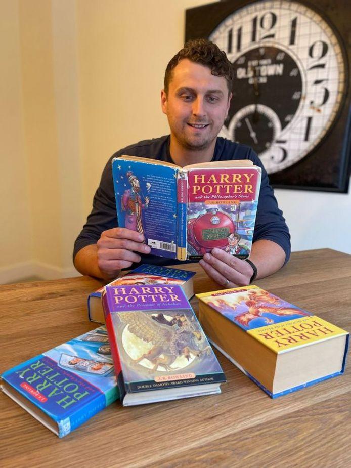 Harry Potter met zijn Harry Potter-boeken.