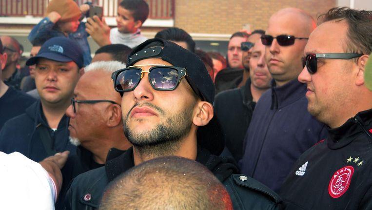 Ziyech vorige week vrijdag in Geuzenveld toen Ajacieden en fans zich verzamelden voor het ouderlijk huis van Abdelhak Nouri. Beeld Pro Shots