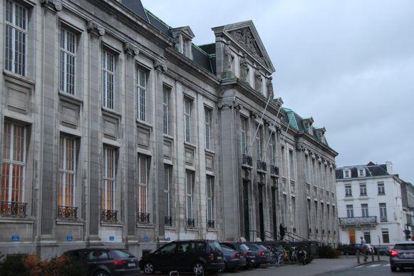 De leraar stond terecht in het gerechtsgebouw van Kortrijk.